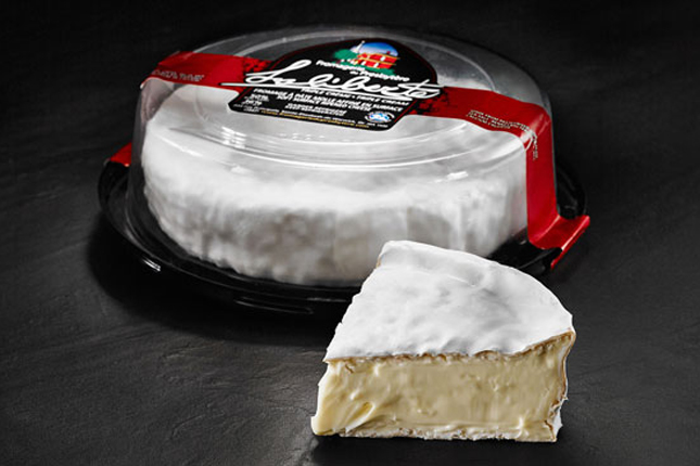 Le fromage Laliberté, de la Fromagerie du Presbytère, a été couronné Grand champion du Grand prix des fromages canadiens 2015. © Les Producteurs laitiers du Canada