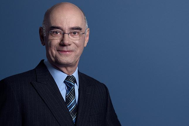 Le ministre de l'Économie, Jacques Daoust, accorde une marge de crédit de 2 M$ aux Viandes Laroche d'Asbestos. © plq.org