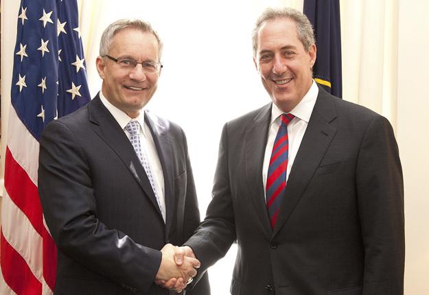 Le ministre du Commerce canadien, Ed Fast, et son homologue américain, Michael Froman. Crédit photo: MAECD