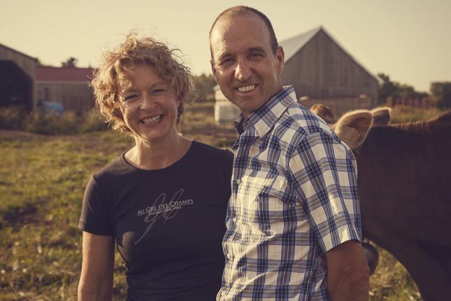 Suzanne Dufresne et Daniel Gosselin produisent des fromages fermiers, c'est-à-dire à partir du lait de leurs vaches. Ils tiendront dans leur ferme, les 18 et 19 juillet prochains, le Festival des fromagers artisans du Québec. © virginiegosselin.com