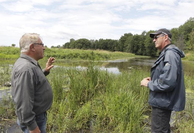 Plusieurs producteurs de la baie Lavallière veulent pousser le ministère des Forêts, de la Faune et des Parcs à les indemniser pour les dommages attribuables à des inondations causées par un barrage et une digue. Crédit photo: Étienne Dupuis/TCN