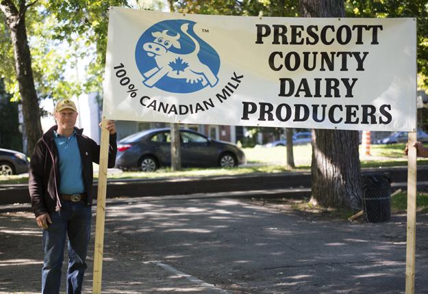 Des producteurs ontariens se sont déplacés pour épauler leurs confrères québécois. Crédit photo : Martin Ménard