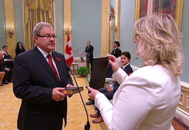 Lawrence MacAulay, nouveau ministre de l'Agriculture, lors de son assermentation.