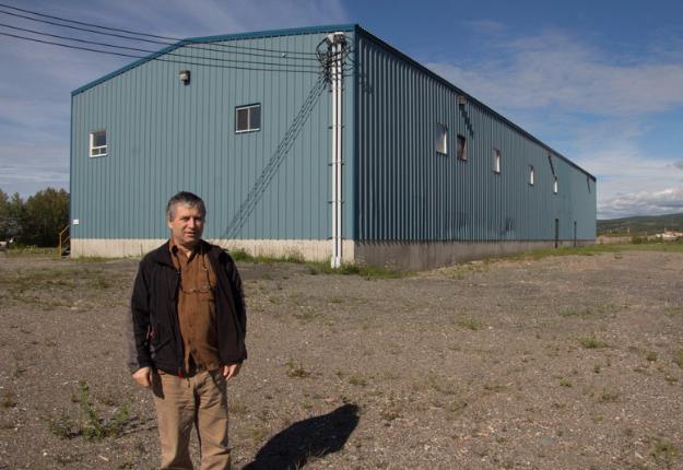 Patrick Golliot lors de l'achat du bâtiment qui abrite la nouvelle Minoterie des Anciens inc. Crédit photo : Gracieuseté de La Minoterie des Anciens inc.