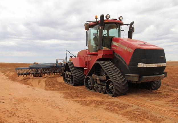 Camso compte parmi ses clients les manufacturiers de tracteurs Case, Claas, John Deere et Challenger. Crédit photo : Camso