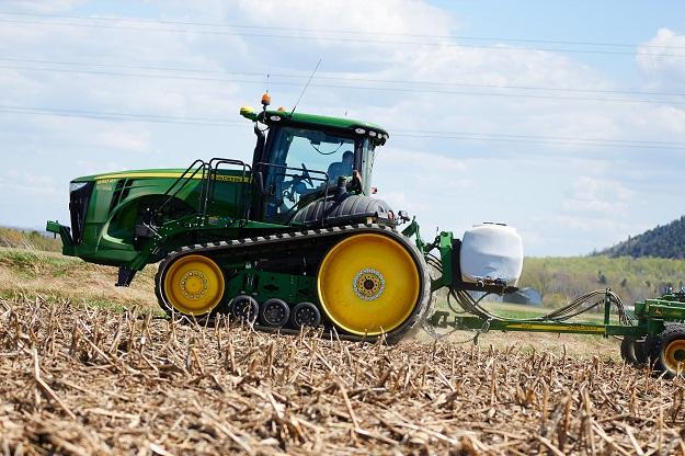 Moins on dérape, plus le transfert de l'énergie du moteur au sol est efficace. On gaspille ainsi moins de carburant. Crédit photo : Martin Ménard/TCN