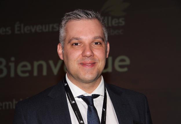 Pierre-Luc Leblanc, président des EVQ, a réitéré sa volonté de ramener un meilleur équilibre dans la filière du poulet au Québec, laquelle doit composer avec deux abattoirs qui contrôlent 94 % du marché. Crédit photo : Thierry Larivière/TCN