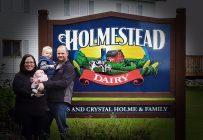 En 2013, Russ Holme et son épouse Crystal ont acheté la ferme Holmestead Dairy à Anola au Manitoba. Ils y élèvent leurs deux enfants, Treston et Laynee. Crédit photo : Gracieuseté
