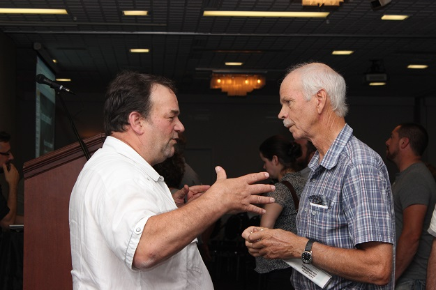 Le président de la FPAQ, Serge Beaulieu, a répondu à de nombreuses questions des producteurs. Crédit photo : Audrey Desrochers