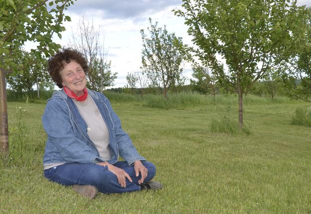 Diane Lavoie est l'instigatrice d'un projet visant à implanter des vergers de pommettes à Saint-Gabriel-Lalemant. Crédit photo : Maurice Gagnon