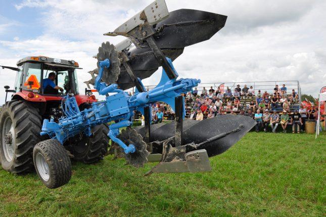 Plus de 14 000 visiteurs ont profité de l'Expo-Champs, le plus gros événement agricole extérieur au Québec, pour venir voir les nouveaux modèles de machinerie sur le marché. Crédit photo : André Laroche