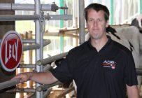 Depuis 10 ans, Mathieu Demers travaille comme technicien en robotique. Il est maintenant chef installateur de robot pour Agri-Robotique. Crédit photo : Martine Giguère/TCN
