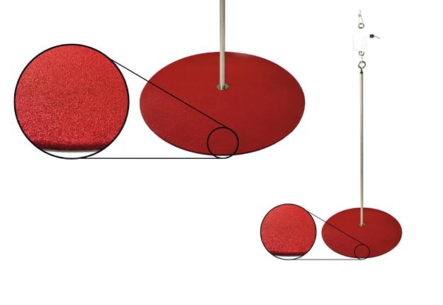 La balance d'Intelia, pensée par un spécialiste du comportement animal, comporte une surface rouge, garnie de brillants argentés, afin d'être plus attirante pour l'oiseau. Crédit photo : Intelia