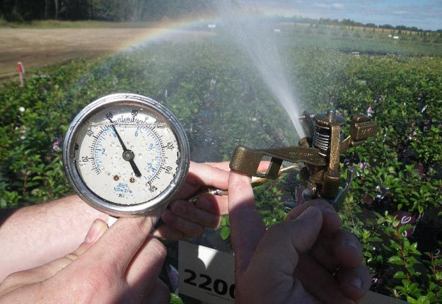 La mesure de la pression dans le système est une étape cruciale.