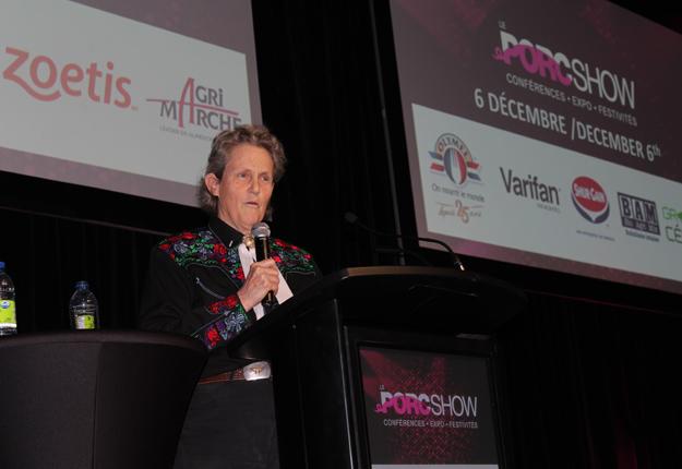 Véritable sommité en matière de bien-être animal, la professeure Temple Grandin suggère d'informer le public des bonnes pratiques en place par des blogues et des vidéos. Crédit photos : Ariane Desrochers/TCN