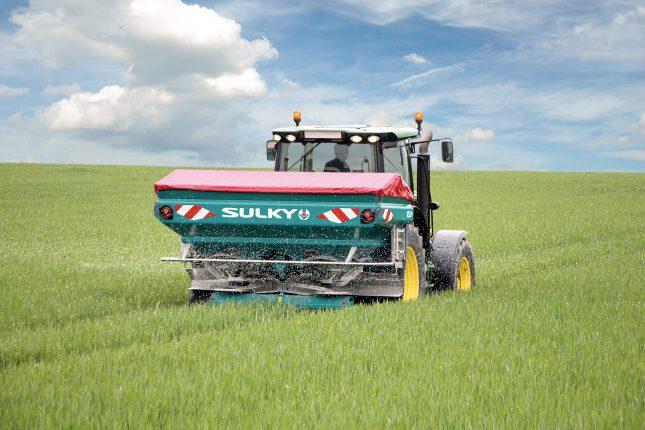 Épandeur d'engrais Sulky X50. Crédit photo : Innotag Distributions