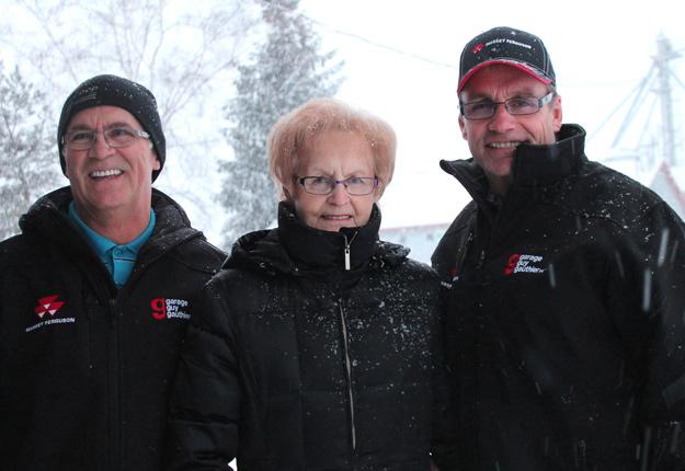 Gilles, Gisèle et Rémy ont réussi à conjuguer leurs valeurs les plus importantes en pratiquant l'agriculture en famille. Crédit photo : Émélie Bernier