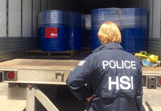 Au printemps 2016, les États-Unis ont mis la main sur 120 tonnes de miel déclarées comme étant originaires du Vietnam, alors que ces volumes provenaient plutôt illégalement de la Chine. Crédit Photo : Département de la Sécurité intérieure des États-Unis