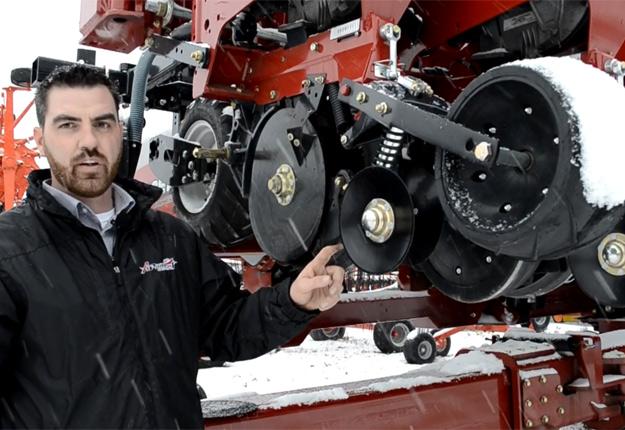 Francis Roy, spécialiste du produit chez Les Équipement APhaneuf.