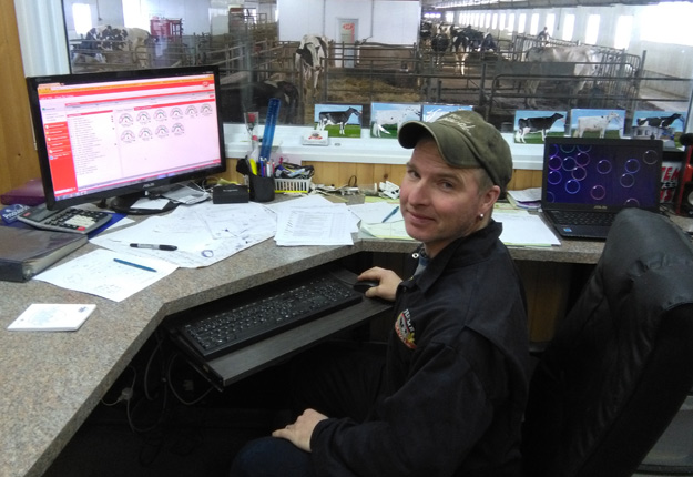 À la suite d'un incendie, Serge Bournival a reconstruit sa ferme en 2013, en intégrant toute une gamme de nouvelles technologies qui lui permettent aujourd'hui d'optimiser sa gestion et améliorer son rendement. Crédit photo : Gracieuseté Mélanie Allard