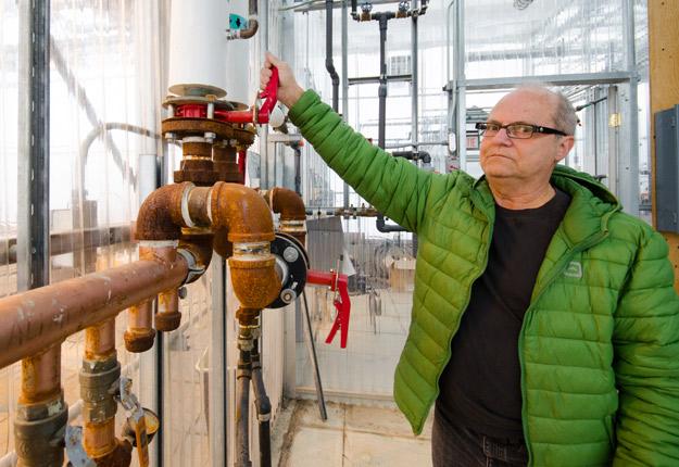 «Moi, j'y crois, mais on n'a jamais réussi à adapter la géothermie aux serres de façon efficace. » Jean-Marc Boudreau, ingénieur spécialisé en serriculture.