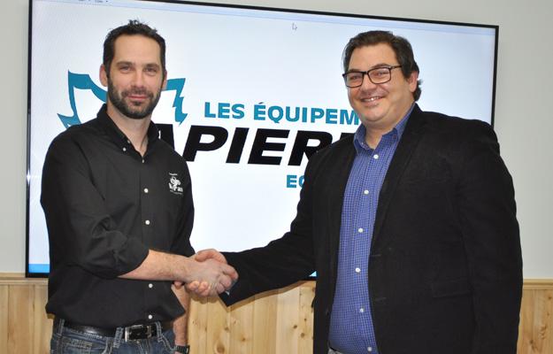 Keven Poulin des Entreprises Képasc à Saint-Georges, nouveau distributeur des Équipements Lapierre, et monsieur Christopher Sapienza, directeur des ventes chez Les Équipements Lapierre de Saint-Ludger de Beauce.