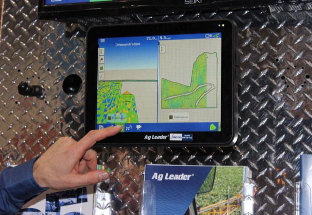 Connecté à l'interface InCommand, le SureDrive permet au producteur de suivre en temps réel les performances du semoir pour réagir rapidement lorsque des problèmes surviennent. Crédit photo: Audrey Desrochers
