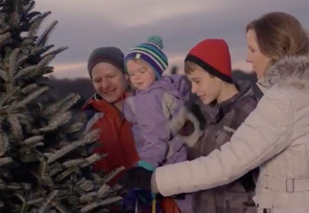 Les producteurs québécois aimeraient adapter au marché d'ici la publicité tournée par le Christmas Tree Promotion Board. Photo gracieuseté du CTPB