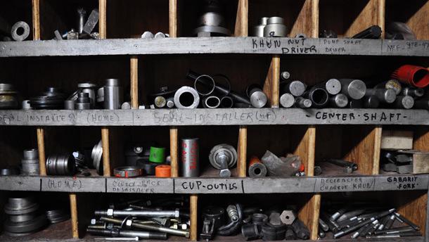 « Il faut parfois des douilles de 3 pouces », dit-il. Des outils spécifiques à chaque marque sont aussi nécessaires. Et si l'outil n'existe pas, il faut le créer soi-même.» Crédit photo: André Laroche