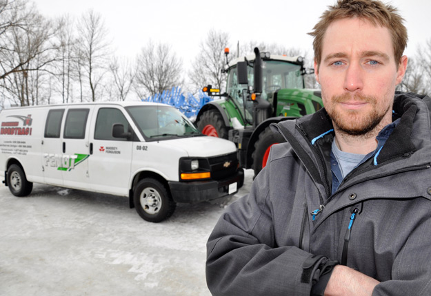 Le camion de service de Marco Brien est équipé de clés, de tournevis et d'autres outils habituels du mécanicien automobile, mais aussi d'équipement spécialisé. Crédit photo: André Laroche