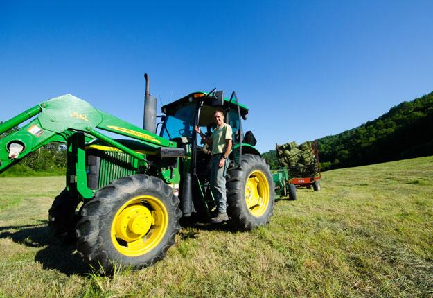Autrefois reconnu pour son industrie forestière, Petit-Saguenay compte aujourd'hui sur l'agriculture pour relancer son économie. Crédit Photo : Archives/TCN