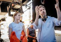 L'actrice Amy Adams et le réalisateur Denis Villeneuve, sur le plateau du film Arrival. Crédit photo: Jan Thijs