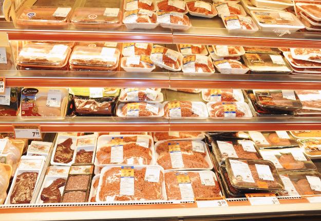 Québec met en place un protocole de surveillance et d'analyse du bœuf haché dans les établissements de vente au détail. Crédit photo : Archives/TCN