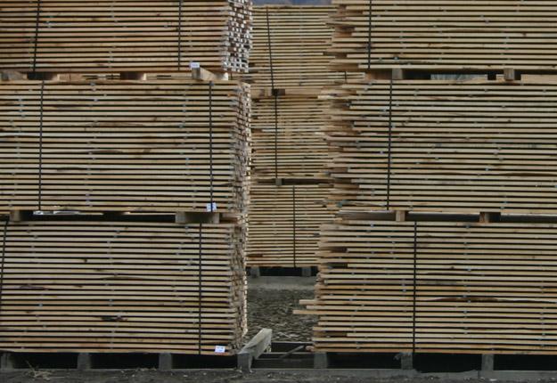 Le bois d'œuvre canadien subira une taxe d'environ 20 % à la frontière américaine. Crédit photo : Archives/TCN