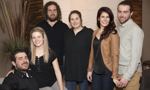 Olivier, Chloé, Gabriel, Clara, Sophie et Michaël ont trouvé l'amour cette saison. Crédit photo : VTélé