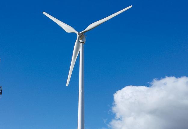 L'une des éoliennes de la compagnie québécoise Éocycle, plus compacte, peut desservir tous les besoins en électricité d'une ferme. Crédit photo : Eocycle