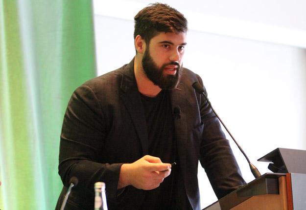 Laurent Duvernay-Tardif, joueur de football de la NFL, a présenté le projet Bougez avec LDT, réalisé en collaboration avec la FPOQ. Crédit photo: Thierry Larivière / TCN