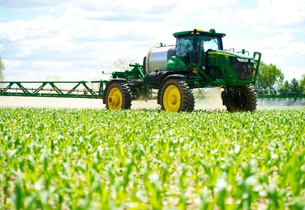 L'Ordre des agronomes du Québec oblige, dès 2017, ses membres à utiliser sa nouvelle grille de référence pour chaque recommandation en phytoprotection. Crédit photo : Martin Ménard/ArchivesTCN