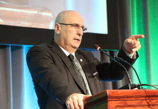 Le président des Producteurs de lait du Québec, Bruno Letendre, a répliqué vivement aux transformateurs américains lors de l'assemblée générale annuelle de son organisation, la semaine dernière, à Québec. Crédit photo : Pierre-Yvon Bégin / TCN