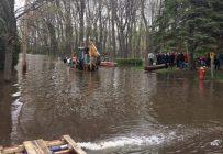 Cinq employés de la ferme Quinn ont prêté main-forte aux sinistrés des inondations à Vaudreuil, Pincourt et L'Île-Cadieux. Crédit photo : Famille Quinn