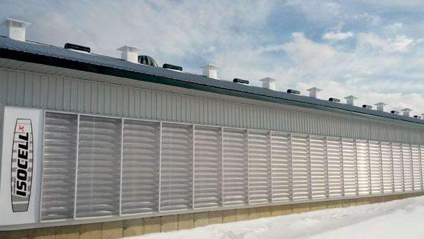 Secco offre les murs de ventilation Isocell Z-wall, composés de plusieurs cellules isolantes, qui empêchent les mouvements d'air entre les cellules plus froides placées vers l'extérieur du bâtiment et les cellules plus chaudes disposées vers l'intérieur.