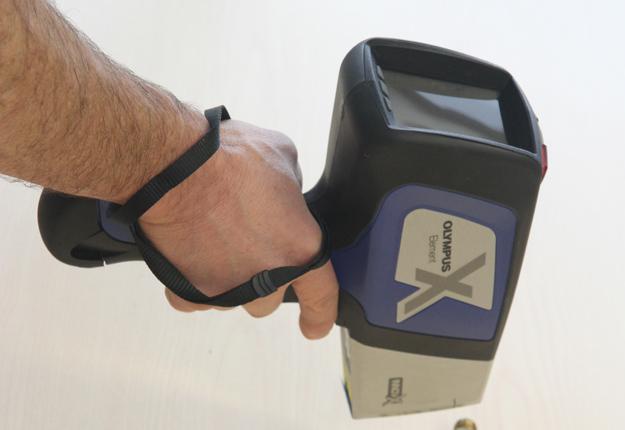 Le Centre Acer dispose depuis peu d'un pistolet à rayons X afin de détecter la présence de plomb dans les pièces d'équipement acéricole. Crédit photo: Gracieuseté de Centre Acer