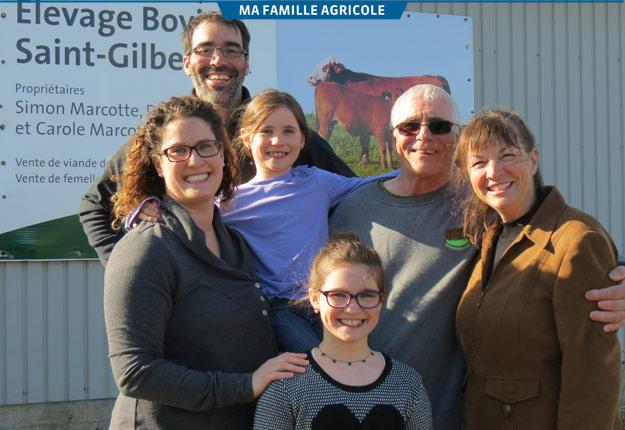 La ferme offre un cadre de vie idéal pour la famille. Sur la photo : Marie-Claude, Simon, leurs filles Béatrice et Annabelle ainsi que grand-papa Denis et grand-maman Carole. Crédit photo : Famille Marcotte
