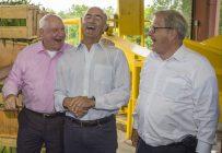 Sonny Perdue, des États-Unis, José Calzada, du Mexique, et Lawrence MacAulay, du Canada, en marge d'une rencontre trilatérale en Géorgie. Crédit photo : Agriculture et Agroalimentaire Canada