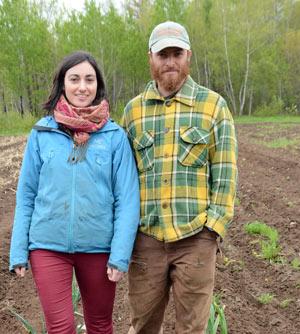 Mélanie Mayers et Louis Ménard, de la Ferme Trotteuse à Sainte-Marie-de-Blandford. Crédit photo : Yves Charlebois