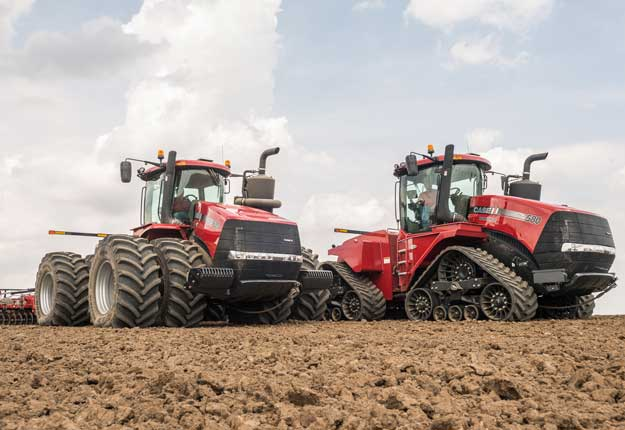 Le Steiger CVXDrive offre des performances de traction au sol supérieures pour les applications incluant le transport, le labourage et le travail avec la niveleuse. Photo: Gracieuseté