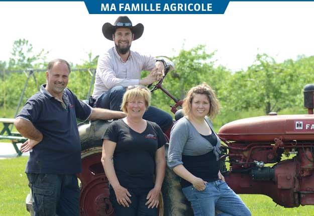 Philippe et Marjolaine sont conscients d'apporter « quelque chose de novateur » dans l'entreprise familiale de leurs parents, Robert Beauregard et Marielle Farley. Photo: Myriam Laplante/TCN