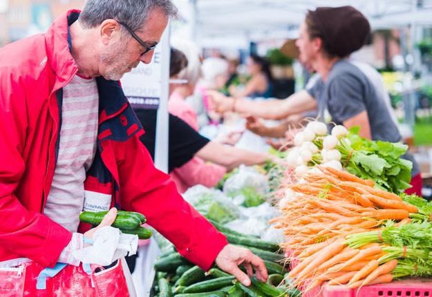 Jusqu'au dimanche 20 août, la Semaine québécoise des marchés publics présente une programmation étoffée. Crédit photo : Martin Ménard/ARCHIVES TCN