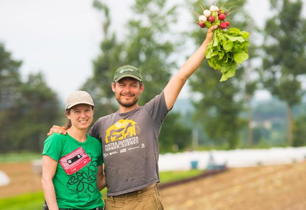Véronique Bouchard et François Handfield de la Ferme aux petits oignons font partie de la nouvelle génération de producteurs ayant contribué à élever la production bio à un autre niveau, avec d'impressionnants rendements à l'hectare et des stratégies créatives de mise en marché. Crédit photo : Martin Ménard/TCN