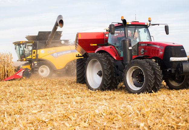 La récolte de maïs-grain prend son envol en Montérégie. Les producteurs contactés, comme Yvan Savaria, s'étonnent des très bons rendements. Crédit photo : Martin Ménard/TCN
